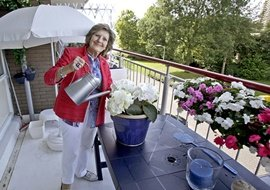 LR zelfstandig wonen balkon bloemen KijkjeindeKeuken_1740